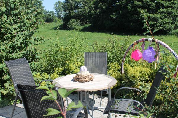 Alfsee Urlaub Sitzplatz im Garten